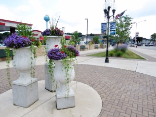 The Promote Fox Lake Committee purchased these AWESOME planters and worked with Grant Township to install them at the northeast corner of Route 12 and Grand Ave. They look AMAZING!